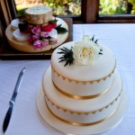 cornish-wedding-cakes-with-flowers